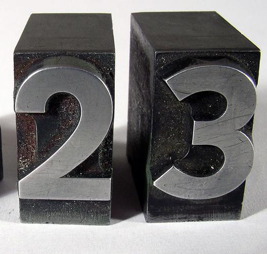 Двадесет трогодишњак или двадесеттрогодишњак