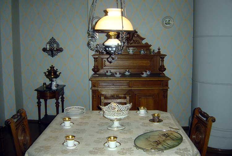 Dostoevsky_Museum_-_Dining_room